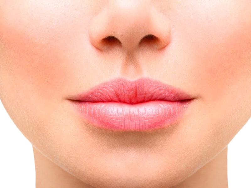 contorno-volumen-labios-malaga-clinica-renova
