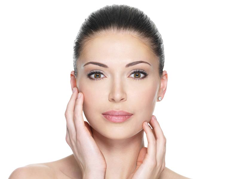 Relleno-facial-Revanesse-Malaga-Clinica-Renova